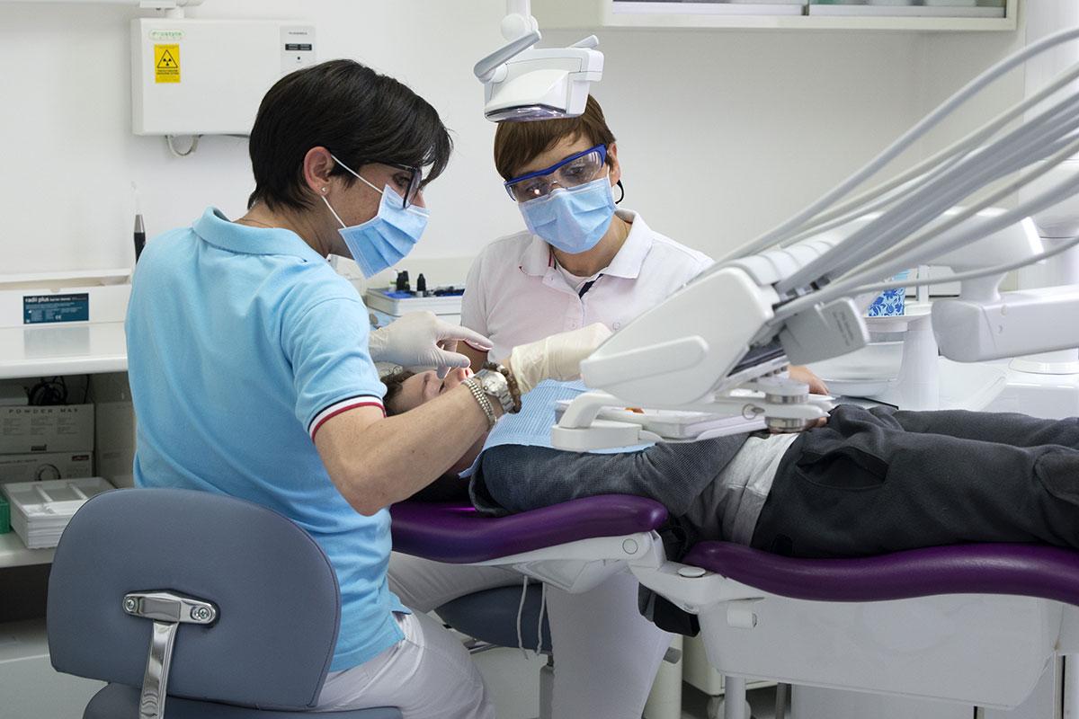 Prima visita dal dentista: come si svolge e perché non avere paura